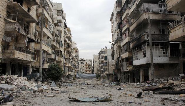 Daños sufridos en los edificios de la provincia de Alepo donde tuvo lugar este domingo el ataque aéreo del ejército sirio.