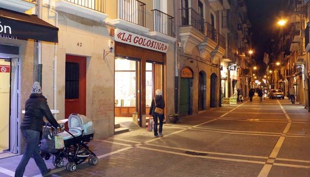 Número 42 de la calle San Antón de Pamplona, portal en el que se localiza uno de  los pisos subastados.