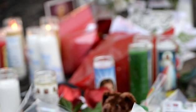 El lugar donde tuvo el accidente de tráfico en el que falleció el sábado el actor Paul Walker se ha convertido el lugar de peregrinación para los gans, que han dejado en estos días mensajes de recuerdo, flores y velas.