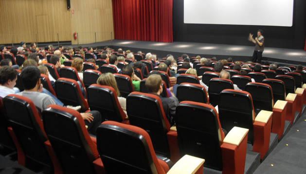 Una sesión en la Filmoteca de Navarra