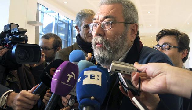 El secretario general de UGT, Cándido Méndez, en declaraciones a la prensa en Bruselas este martes.