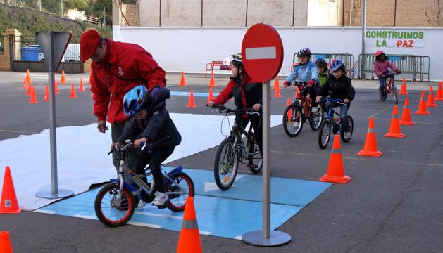 Clase de educación vial en un colegio de Cascante