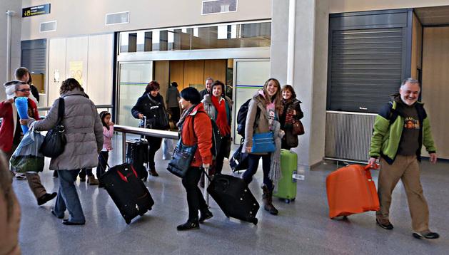Un grupo de pasajeros en Noáin