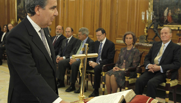 El presidente del Tribunales Superiores de Justicia de Navarra, Juan Manuel Fernández, jura o promete su cargo como nueva vocal del Consejo General del Poder Judicial.