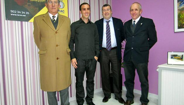 Los responsables del RACVN en la nueva oficina de Sartaguda