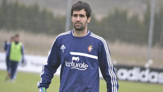 Asier Riesgo, en el entrenamiento de este jueves