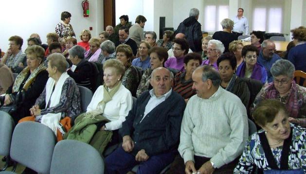 Asistentes a la charla de apertura de la semana cultural del club de jubilados de Cadreita