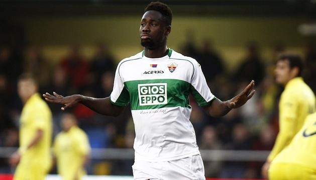 El delantero ghanés del Elche, Richmond Boakye, celebra uno de los dos tantos que marcó