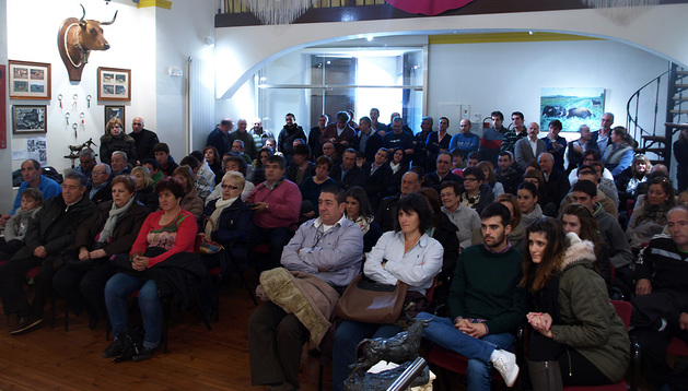 Asistentes a la presentación del club taurino Casta Brava en Arguedas