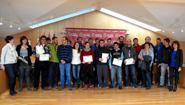 Participantes en el curso de agricultura ecológica, con los profesores y la alcaldesa de Tafalla
