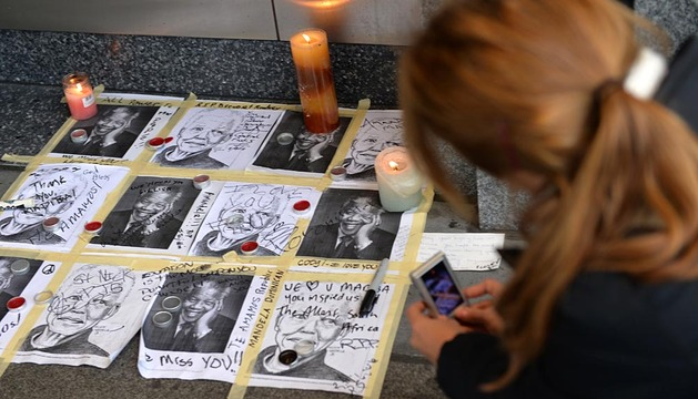 Homenajes en todo el mundo a Nelson Mandela