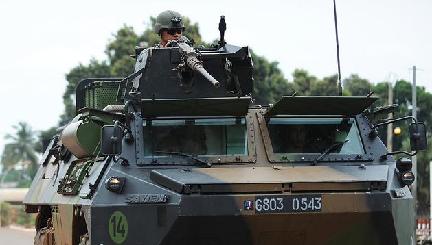 Tropas internacionales francesas patrullan por las calles de Bangui, capital de la República Centroafrcana