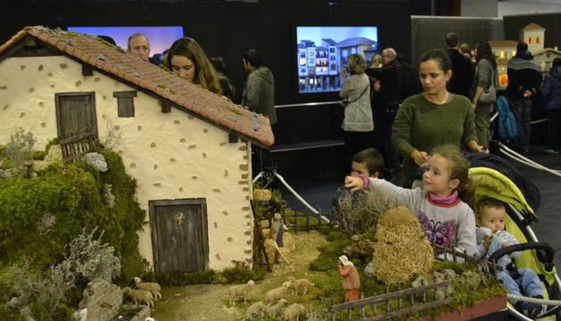La exposición, organizada por la Asociación de Belenistas de Pamplona, se podrá visitar durante todas las navidades.