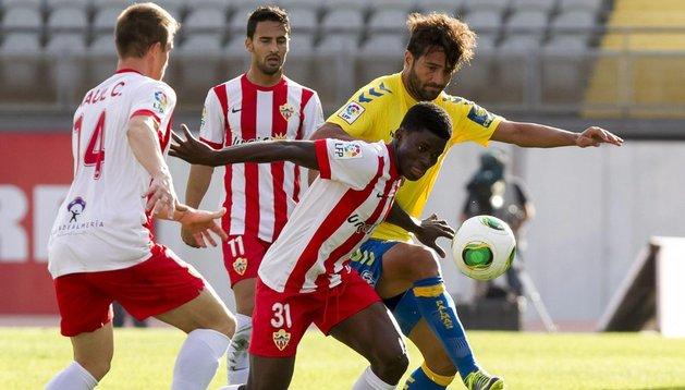 El Almería encarrila la eliminatoria ante Las Palmas en 10 minutos