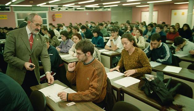 Alumnos en el examen teórico de conducir en Noáin.