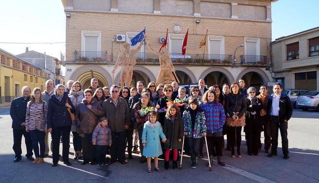 Los homenajeados, rodeados de familia, amigos y autoridades