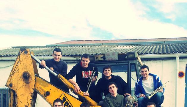 Miembros del conjunto de brass band navarra