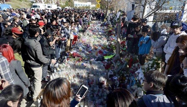Miles de personas homenajean al actor Paul Walker