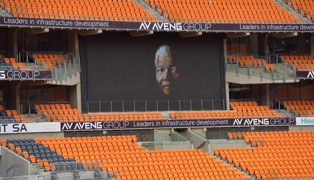 Todo preparado en el estadio FNB de Johannesburgo para el funeral de Nelson Mandela.