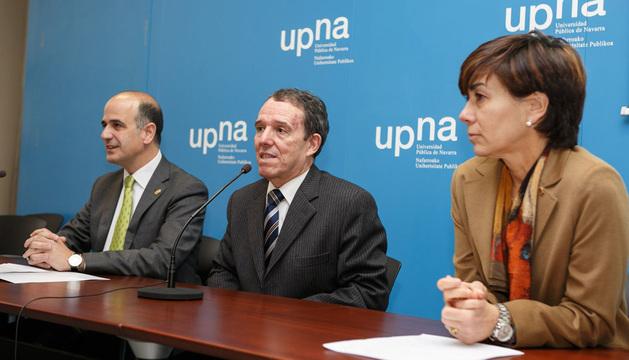 Desde la izquierda, Alberto Catalán, Julio Lafuente y Eloísa Ramírez durante la presentación del Fondo Documental.