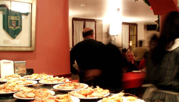 Celebración de una cena de Nochebuena solidaria del Teléfono de la Esperanza.