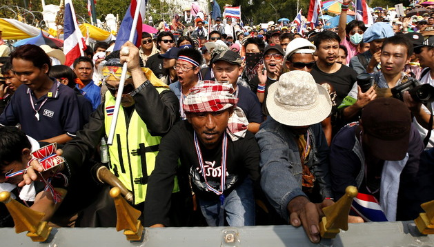 Activistas antigubernamentales, este lunes en Bangkok