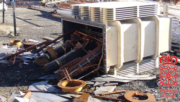 Estado en el que quedó el transformador eléctrico después del hurto