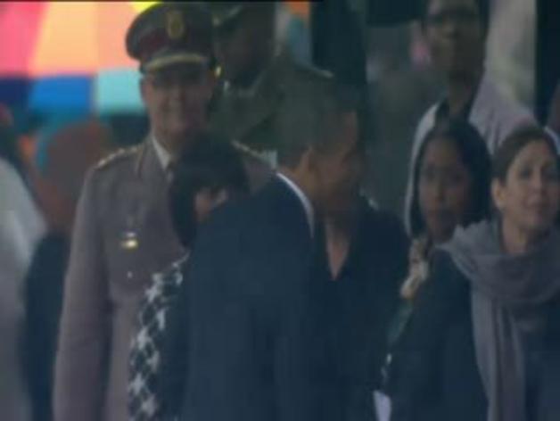 Saludo entre Obama y Raúl Castro