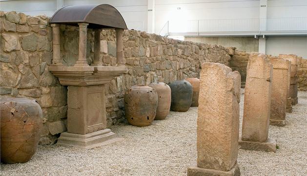 Restos de la villa romana de las Musas, expuestos en el edificio funcional.