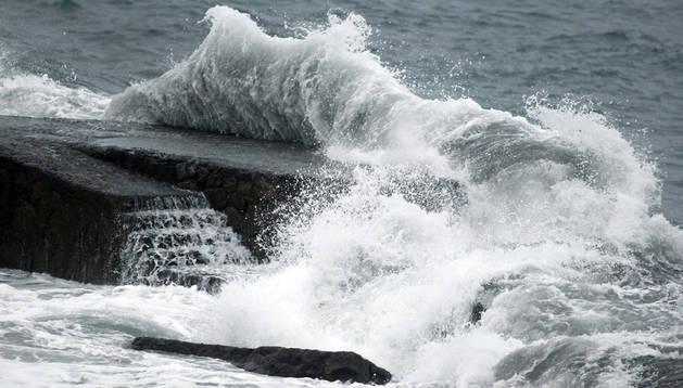 El frente atlántico que está cruzando esta semana Canarias mantiene en alerta máxima a las islas de Tenerife, La Palma, La Gomera, El Hierro y Gran Canaria.