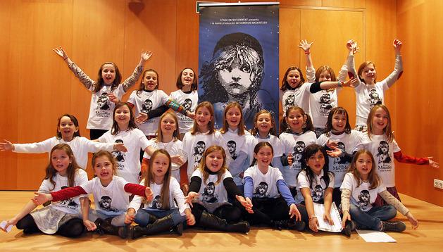 Varias de las niñas candidatas a participar en el musical  momentos previos a la prueba ayer en el Baluarte