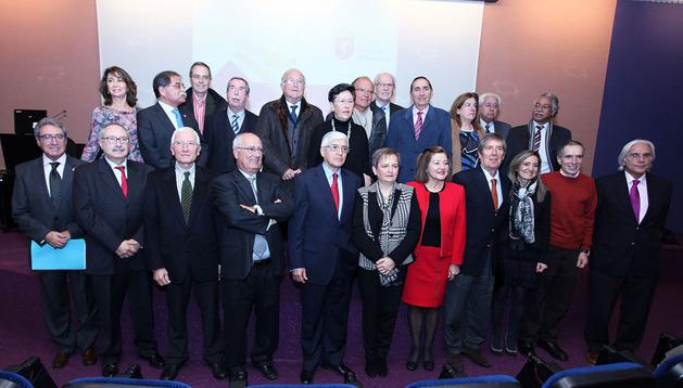 Homenaje a 36 profesionales jubilados en el Colegio de Médicos de Navarra
