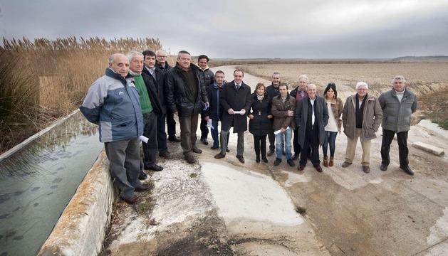 El consejero de Desarrollo Rural, José Javier Esparza (centro de la foto), visitó la zona este lunes.