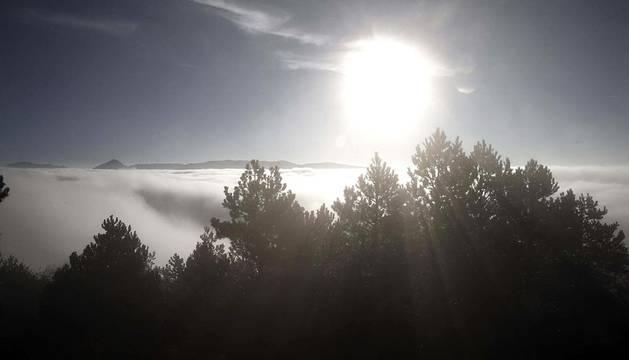 Intensa niebla este jueves, en una jornada en la que, como en días anteriores, las nieblas y brumas han continuado principalmente en el sur y el centro de Navarra.