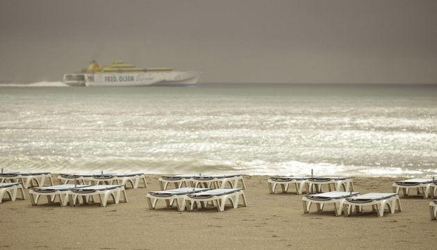 La turística playa de Las Vistas, en el municipio tinerfeño de Arona, al sur de la isla.