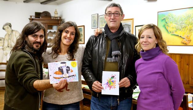 E. González, con el ganador en Primaria; A. García; J. Belzunegui, con el ganador en Infantil; y B. Briñas