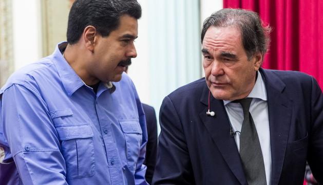 Oliver Stone habla con el presidente venezolano, Nicolás Maduro