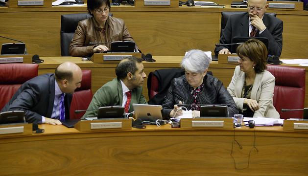 Los consejeros Javier Morrás, Juan Luis Sánchez de Muniáin, Lourdes Goicoechea y la presidenta Yolanda Barcina
