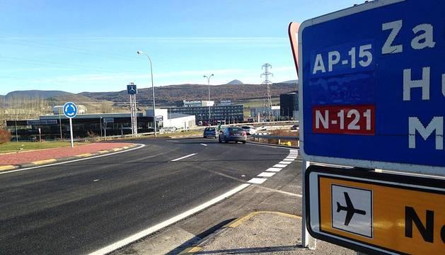 La rotonda de la PA-30 fue asfaltada para acondicionar el tráfico del vial.