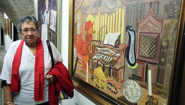 Ana Mari Marín, junto a una de sus obras.