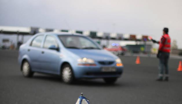 Un cartel advierte a los conductores del control de alcohol