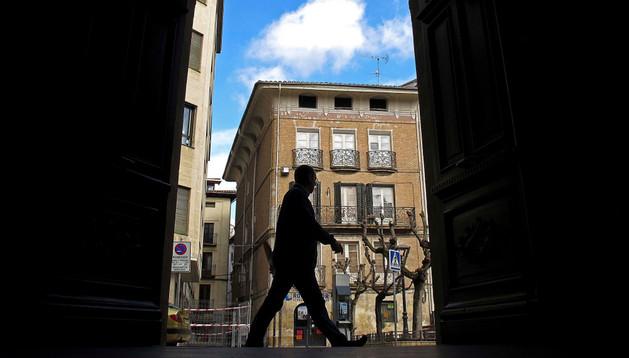 Exterior de la fachada principal del Ayuntamiento de Estella en el paseo de la Inmaculada