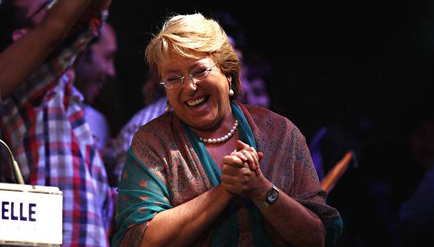Michelle Bachelet, celebrando su victoria en la segunda vuelta de las elecciones presidenciales chilenas