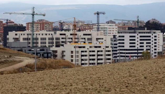 Viviendas en construcción en Lezkairu, uno de los pocos desarrollos con algo de actividad