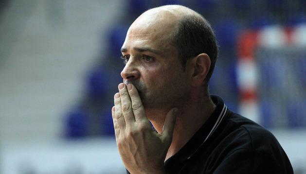 El entrenador de Anaitasuna, Aitor Etxaburu