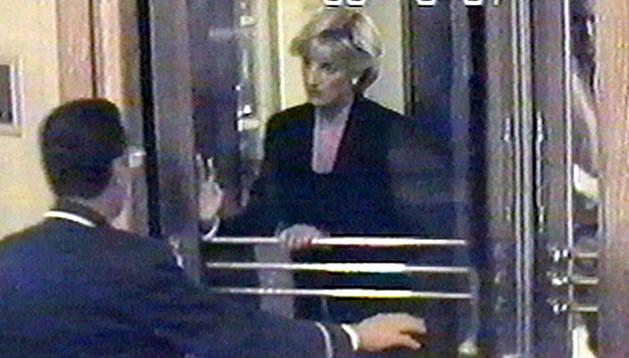 Diana de Gales saliendo del Ritz justo antes del accidente
