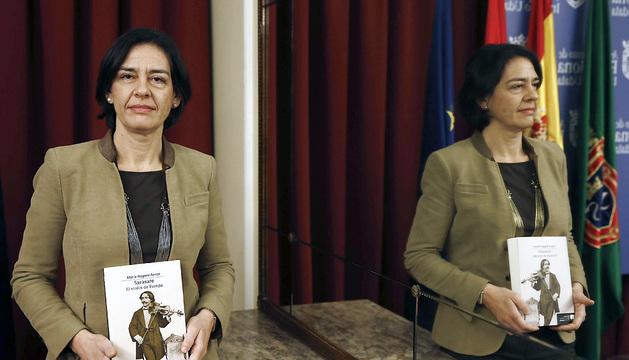 La doctora en musicología Maria Nagore Ferrer durante la presentación de una nueva biografia del violinista y compositor Pablo Sarasate
