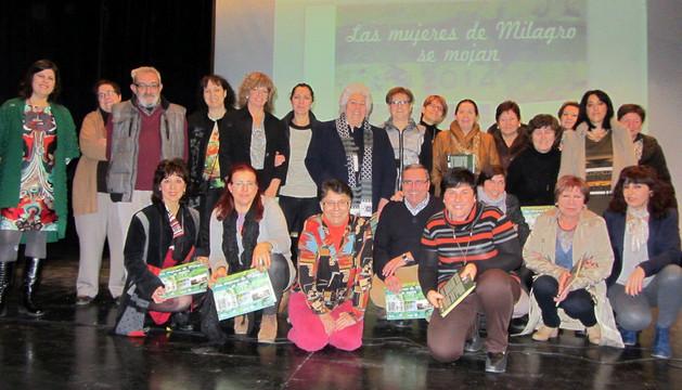 Los voluntarios que han participado en la realización del calendario presentado en Milagro.