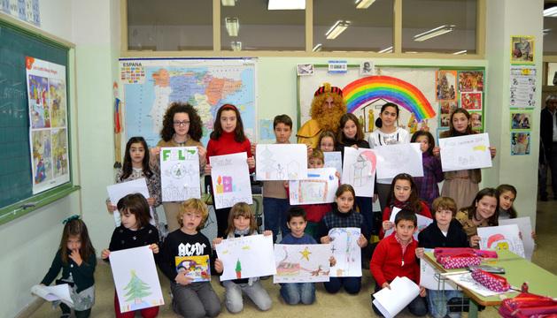 Participantes junto con el paje real que acudió a recoger las cartas para los reyes magos.