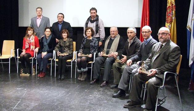 Bodas de Plata. En la imagen, algunos de los homenajeados con representantes del Gobierno foral.